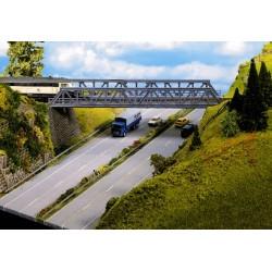 Noch 21310 Gitter-Brücke